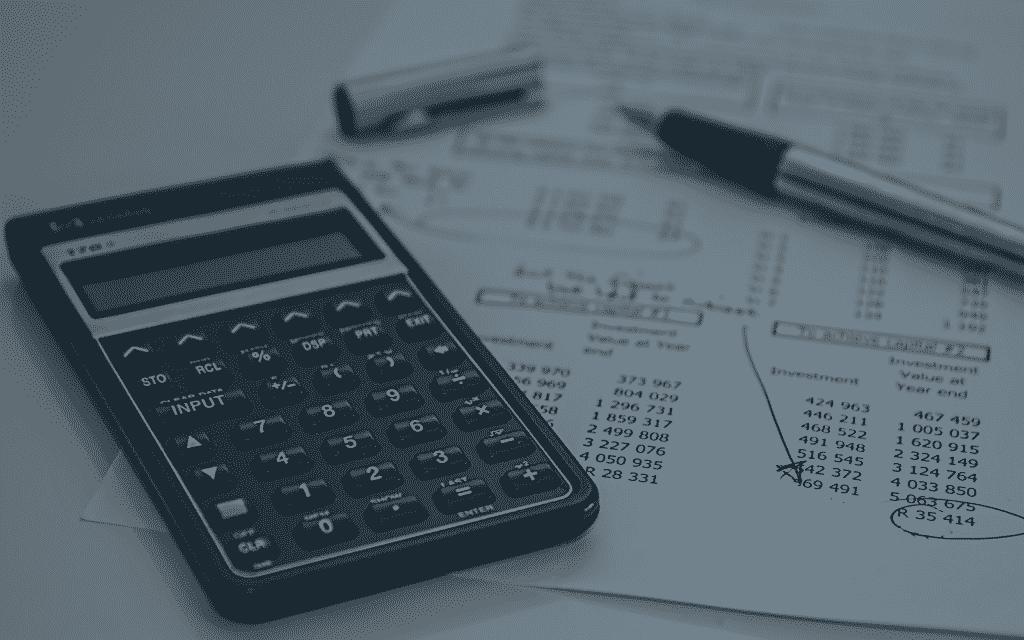 Busque todas suas despesas mensais e anote