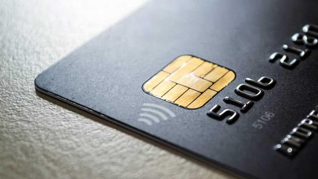 Como é definido o limite do cartão de crédito?