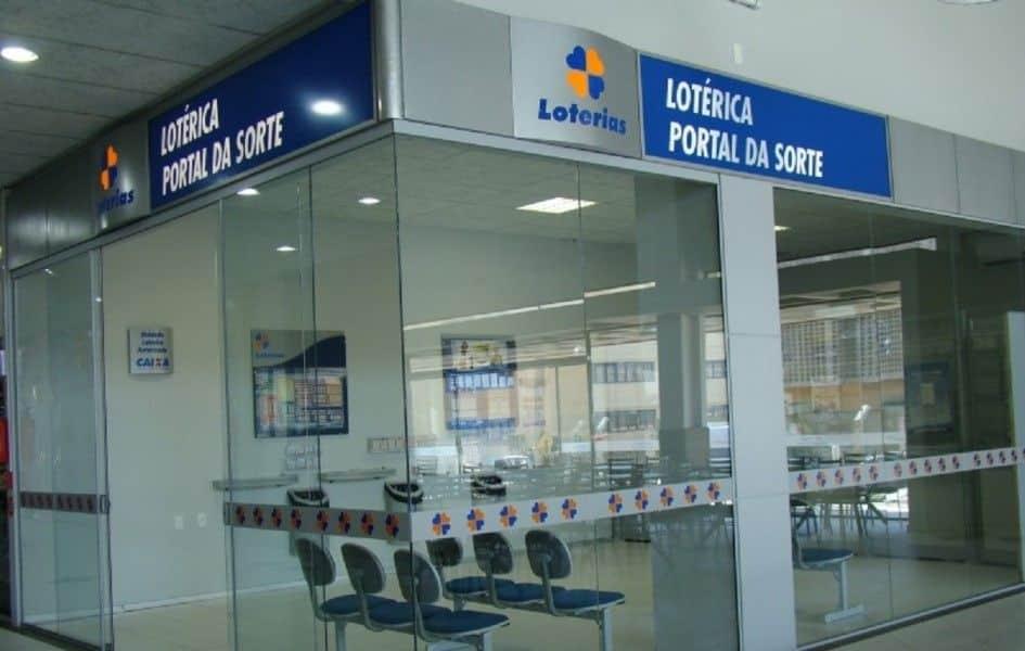 Qual horário de funcionamento e atendimento das casas lotéricas nos dias de semana e finais de semana.