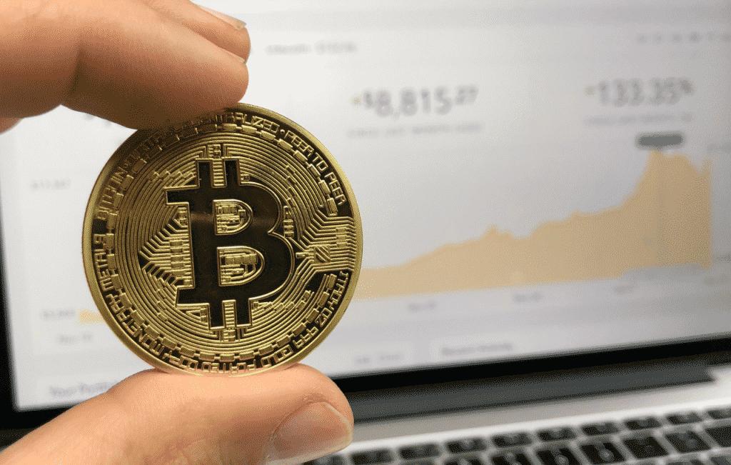 O que uma criptomoeda, a moeda virtual e como possível investir no dinheiro virtual com garantia.