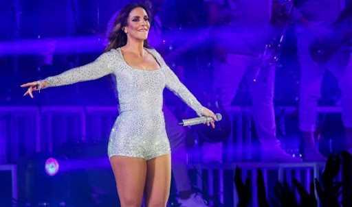 A celebridade Ivete Sangalo também cantora mais bem pago do Brasil tem uma fortuna que está entre a casa dos 500 milhões de reais o que a torna rica e milionária.